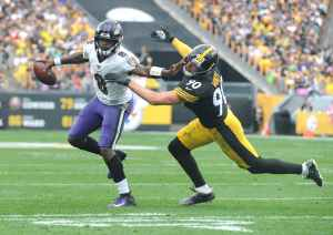 lamar jackson of the baltimore ravens stiff arms tj watt of the pittsburgh steelers vocabulario en inglés