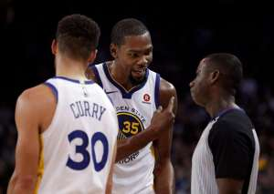 kevin durant arguing with referee