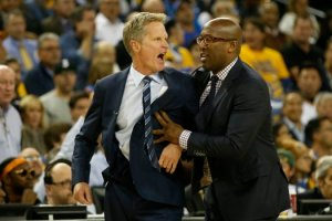 mike brown holding steve kerr back