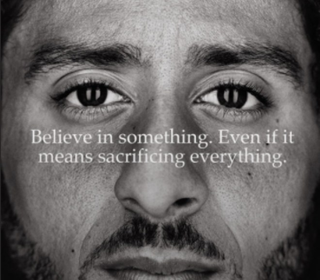 colin-kaepernick-photo-with-text-believe-in-something-even-if-it-means-sacrificing-everything-vocabulario-en-inglés