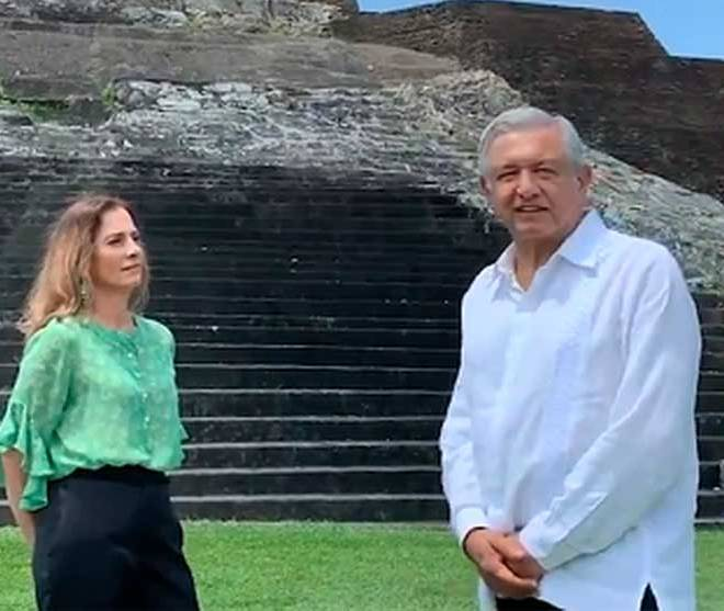 president-lopez-obrador-at-the-mayan-ruins-in-comacalco-with-his-wife-beatríz-gutierrez-vocabulario-en-inglés