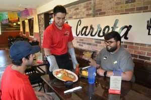alfonso medina serving food at la carreta vocabulario en ingles