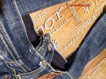 borsa con maglione e jeans6