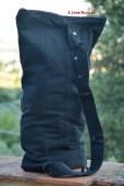 zaino nero con maglietta retro