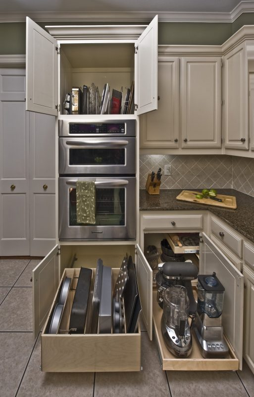 kitchen pantry with microwave