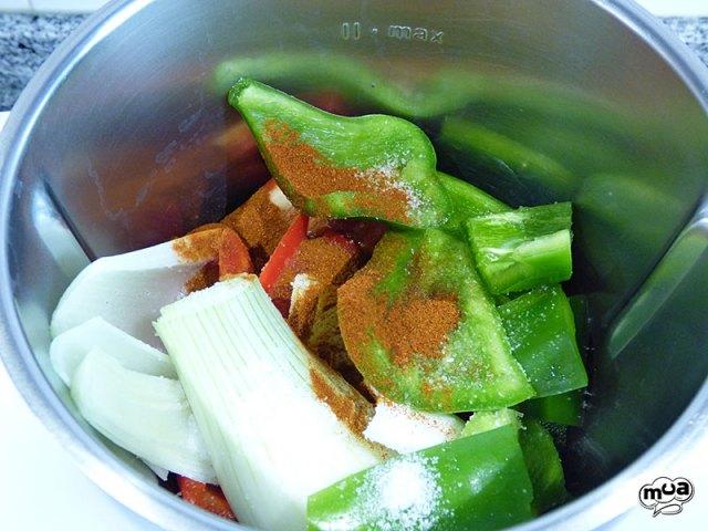 Coca de verduras con anchoas