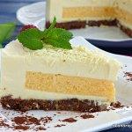 Tarta de chocolate blanco con relleno de mousse de mango