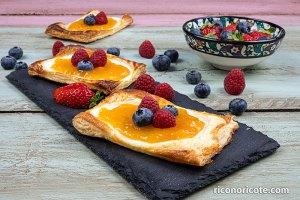 Hojaldres de queso con mermelada
