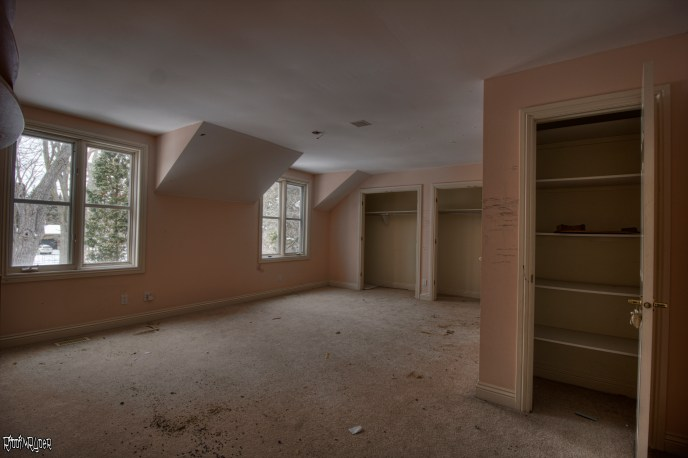 Abandoned Ontario Polish Mansion - Bedroom