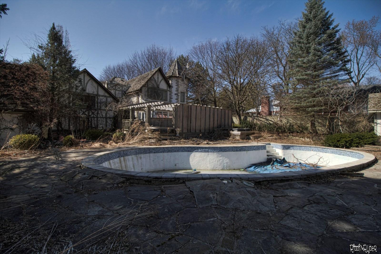 Castle Mansion Pool