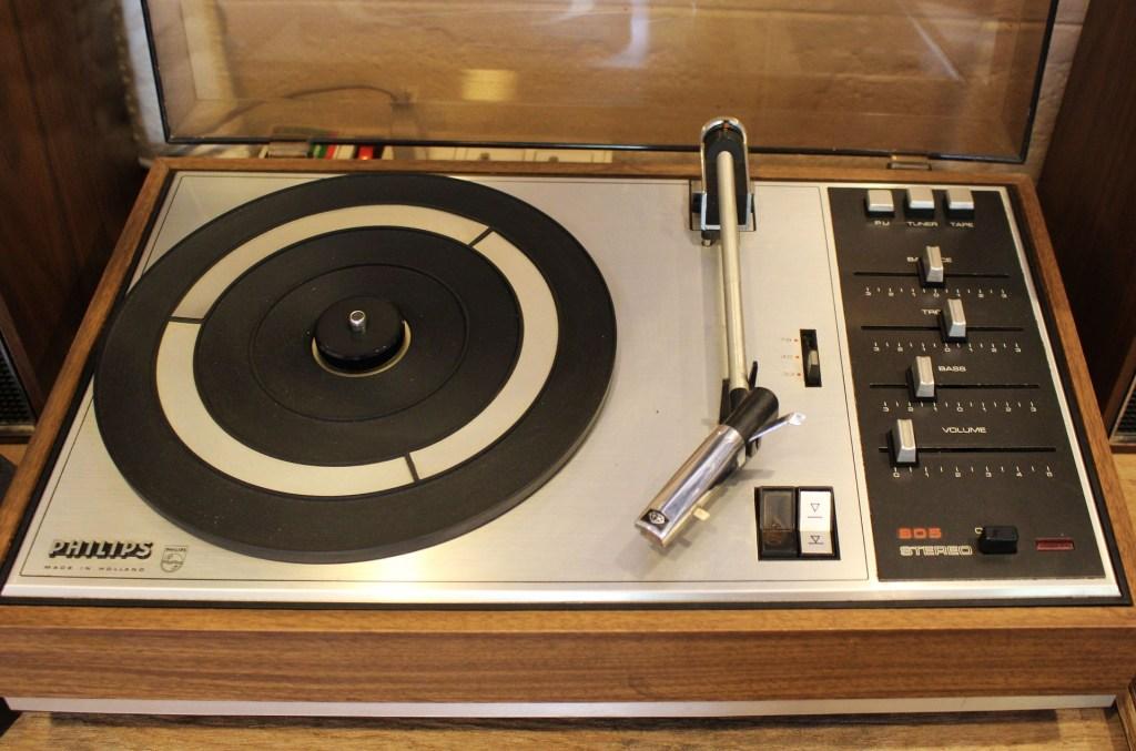 Vintage & Musique : une platine disques vinyles.
