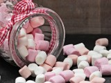 Bocal en verre rempli de marshmallows