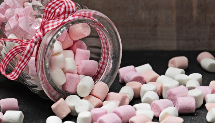 Bocal en verre rempli de marshmallows