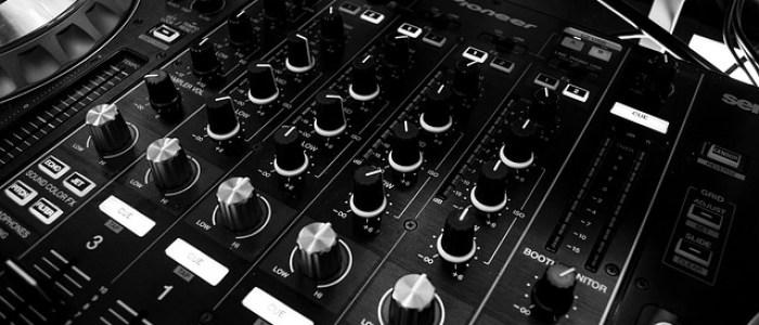 Musique : une console de mixage