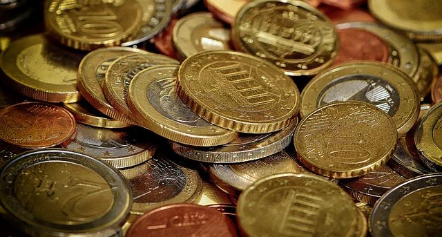 Kit du Gentleman : Des pièces en euros présentées en vrac