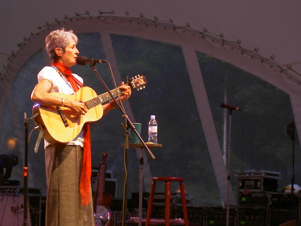 Joan Baez en concert à Dresde en 2008