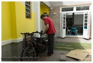 Nicht nur dass es ein schickes Haus ist, ein wunderbarer Hinterhof zum am Rad schrauben ist auch noch vorhanden. Im Hintergrund die schöne Küche.