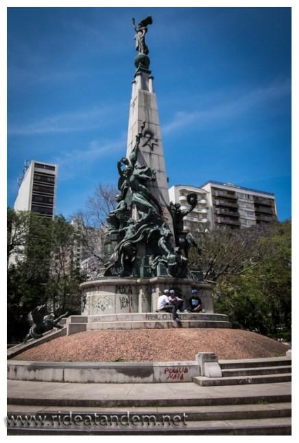 Es wurde viel erklärt zu diesem Monument, aber ich kann mir auch nicht alles merken.