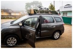 Kaum zu glauben, aber irgendwie passte tatsächlich das gesamte Gepäck und 5 Personen ist dies Auto. Auch wenn es nicht so aussieht, aber das Tandem liegt nicht direkt auf dem Autodach sondern auf einem Gepäckträger