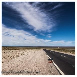 Der Wind ist immer mehr gegen uns. Mit jedem Kilometer Richtung Anden wird die westliche Windrichtung klarer.
