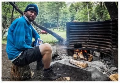 Auf offiziellen Campingplätzen in den Nationalparks gibt es oft Feuerstellen. Das Kochen braucht dann so seine Zeit, wir sind aber ja nicht gehetzt ;-)