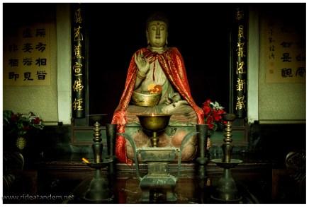 Ein Tempel, ein Buddha und ein umgangenes Photoverbot