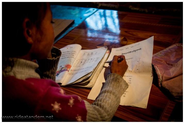 Ich versuche die Hausaufgaben der Enkelin zu verstehen, habe aber keine Chance.