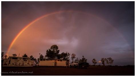 Der Regenbogen reicht auch noch für Curtin Springs
