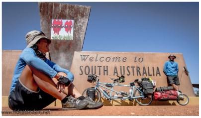 Kaum auf dem Stuart Highway angelangt, begrüsst uns Süd-Australien, also South Australia (genau genommen)