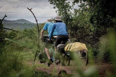 Uganda Tandem im Uwald