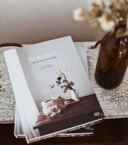 Minimal: For Simple & Sustainable Living by Laurie Barrette, Stephanie Mandrea book cover