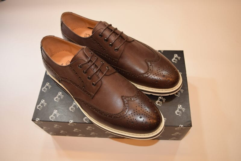 zapatos cafe