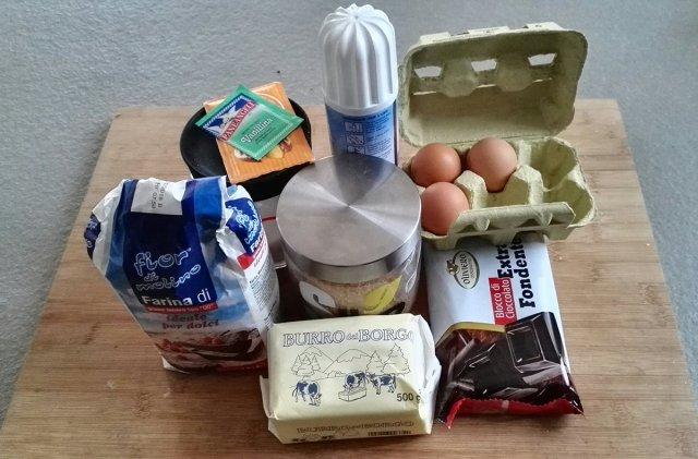 ingredienti per la torta mousse al cioccolato