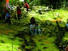 Wisatawan di Situs Gunung Padang Desa Karyamukti, Kecamatan Campaka Cianjur, Jawa Barat