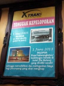 Asal-usul shuttle XTrans di pick-up point XTrans Semanggi. Hotel Kartika Chandra, Jalan Gatot Subroto Kav. 18, Setiabudi, Jakarta Selatan