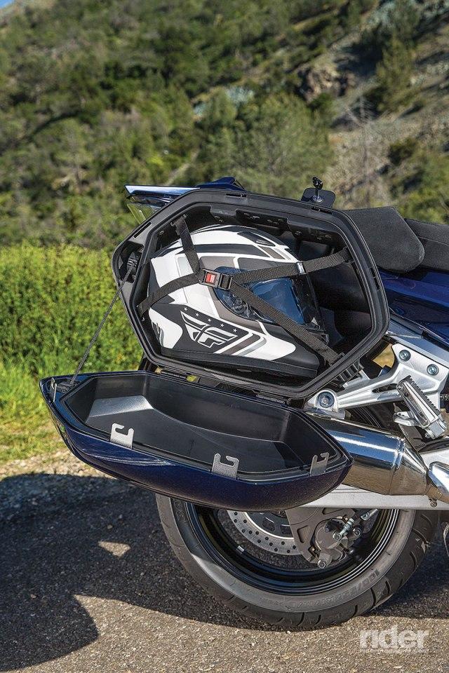 2016 Yamaha FJR1300ES saddlebag