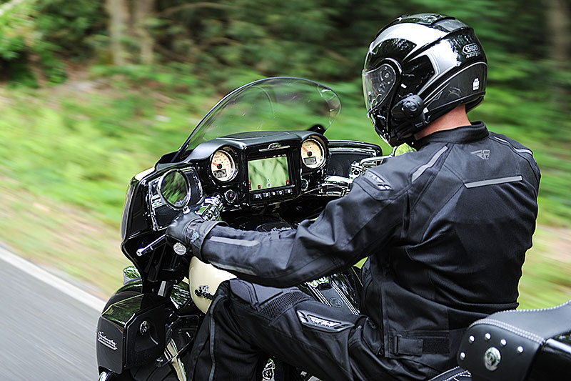 For 2017 Indians Chieftain Bagger And Roadmaster Tourer Get An Integrated Infotainment Package Called The