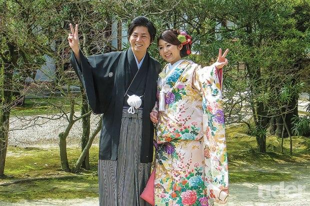 Couple in Korakuen Gardens in Okayama wearing traditional garb, presumably celebrating their betrothal.