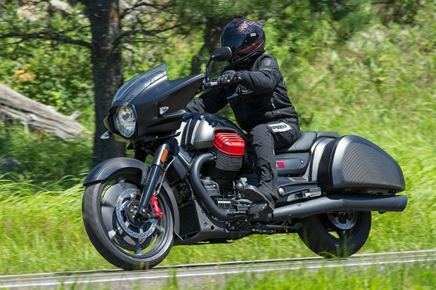 Midmount footpegs, generous cornering clearance and a responsive chassis make this bagger a serious corner carver.