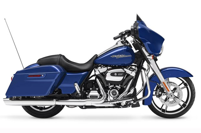 The 2017 Harley-Davidson Street Glide is powered by the Milwaukee-Eight 107 with oil-cooled cylinder heads.