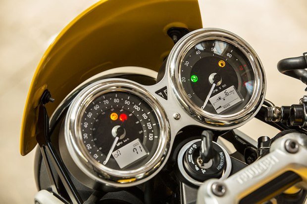 The Triumph Street Cup's twin gauges have polished stainless steel bezels like the Thruxton.