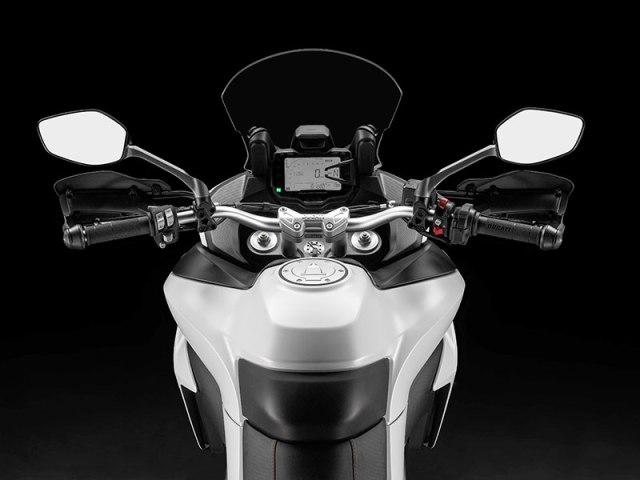 The 2017 Ducati Multistrada 950 has a 5.3-gallon fuel tank, manually adjustable windscreen and LCD instrumentation.
