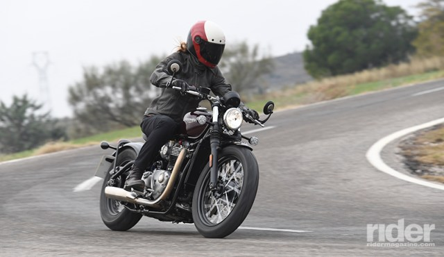 Bar-end mirrors worked well, with some blurring at higher speeds. Wide, flat handlebars offered good cornering leverage and weren't too far away, even in tight parking lot turns.