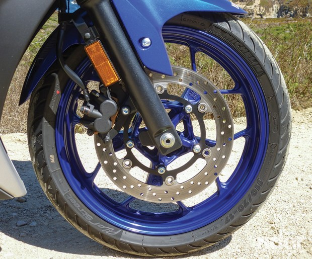 Yamaha R3 suspension and brakes