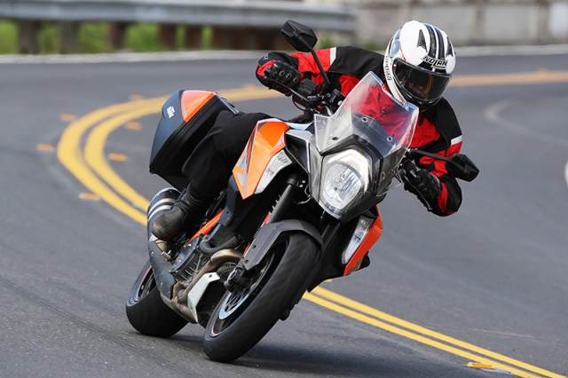 Dunlop Sportmax Roadsmart III tires on KTM 1290 Super Duke GT