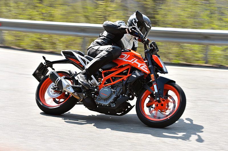 2018 ktm duke 390. exellent duke 2017 ktm 390 duke action throughout 2018 ktm duke s