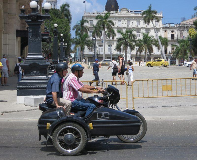 Casques de motards à MZ : Cuba IMG_3229-web