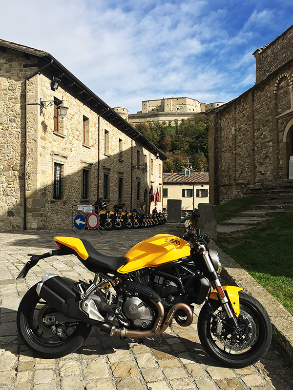 2018 ducati monster 821 first ride review. Black Bedroom Furniture Sets. Home Design Ideas