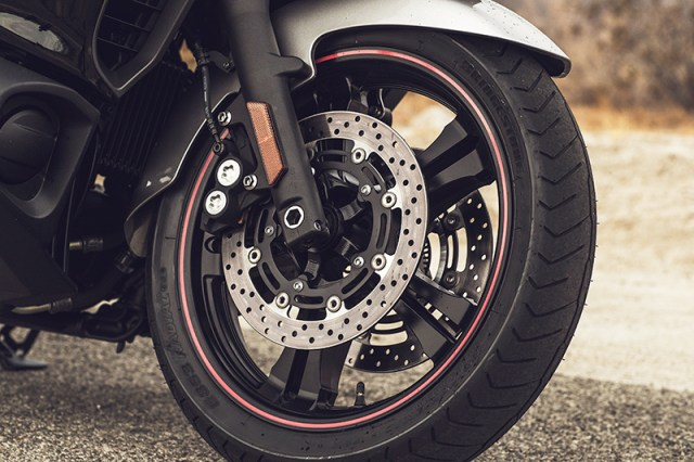 2018 Yamaha Star Eluder wheel