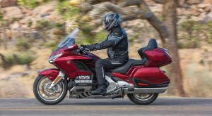 2018 BMW K 1600 GTL vs Honda Gold Wing Tour Comparison